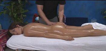 Image 18-jähriges Mädchen geht zur Massage mit Happy End