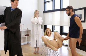 Image Der bösartige Bruder fickt eine seiner Schwestern während des Katechismus